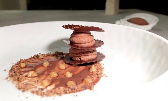 Cioccolato e acqua: alla base è una salsa di grué di cacao e acqua, poi una millefoglie di cioccolatoal 72%, mousse d'acqua e cioccolato al 56%, granella di cioccolato bruciato a 130°, caramello e burro salato di Normandia, infine sorbetto di acqua e cioccolato all'85%