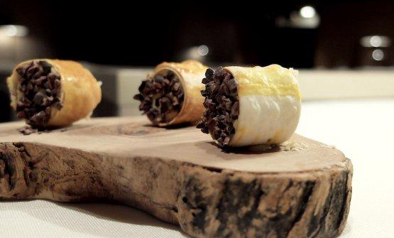 Rotolini di pasta, cremoso al foie gras, grué di cacao e nocciole