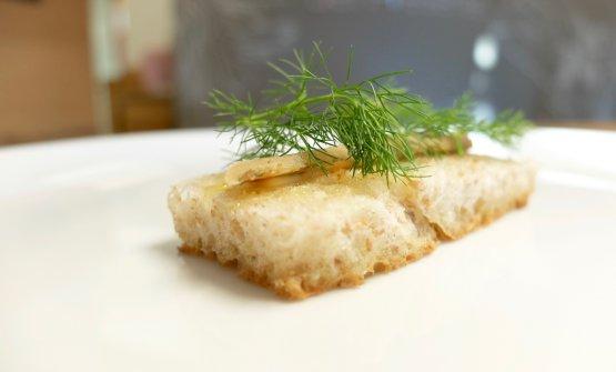 «La nostra interpretazione della tradizione di lago»: Pane, burro d'alpeggio, agoni, scorza di limone e finocchietto. Gli agoni sono conservati sotto sale per quasi tre mesi