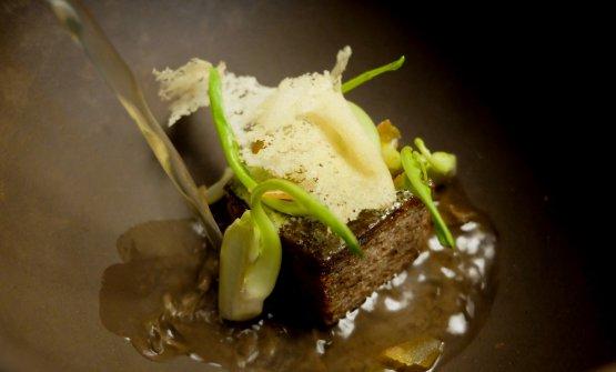 Panada: zuppa di pane pane alle spezie, burro di alloro, puntarelle fresche, brodo di carne ed erbe, bottarga di branzino. Squisito