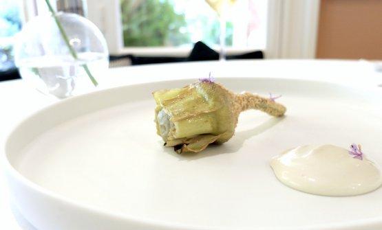 Meraviglioso e buonissimo questo Carciofo di Albenga cotto in forno, nepitella, pino marittimo, cremoso dello stesso carciofo con aglio di Vessalico, maionese di carciofo e nocciole