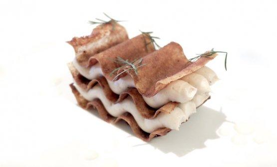 Castagne di Calizzano, latte del Sassello, vin brulée: cialda caramellata alla spezie dolci, mousse di castagne alla brace, crema di latte di vacca rossa di Sassello, gel di vin brulée e anice