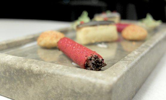 Cannolo di barbabietola, mortadella e tartufo nero
