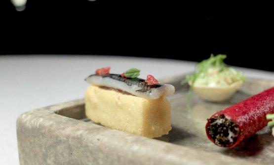 Cecina con tapenade di olive, alici marinate, crema di pomodoro