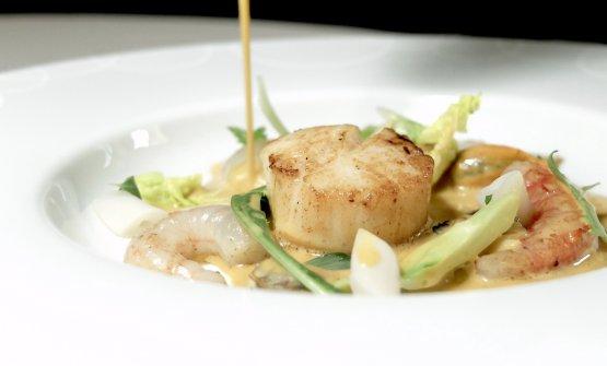 Eccellente questa Capesanta scottata, frutti di mare, puntarelle, zuppa di riccio di mare