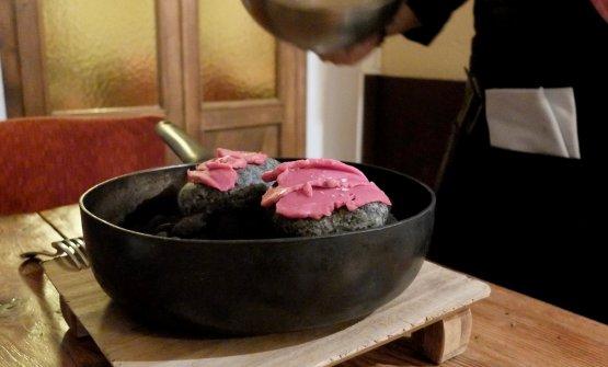 Si prepara al tavolo un Filetto di manzo shabu shabu