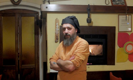 Michele Valotti, classe 1974, è chef patron de La Madia di Brione(Brescia), paesino sulle prime pendici che dominano la Franciacorta tra lago d'Iseo e val Trompia