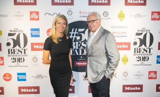 Hélène Pierini, brand director dei 50 Best, e Alain Ducasse, star chef a lungo molto critico verso la classifica inventata quasi vent'anni fa a Londra