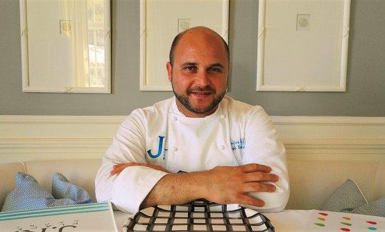Eduardo Estatico,classe 1985, dal 2013 è chef alJKitchen. Oggi ha raggiunto una grande maturità stilistica, certifica la nostra Marina Alaimo
