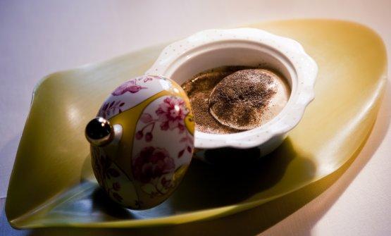 Uovo marinato al tè, crema di patate e nocciole t