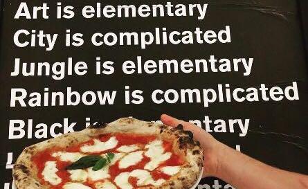 Alla ricerca della semplicità elementare della pizza: nasce così l'avventura di Nicola Olivieri, erede di una lunga e dolce storia familiare in pasticceria, come pizzaiolo