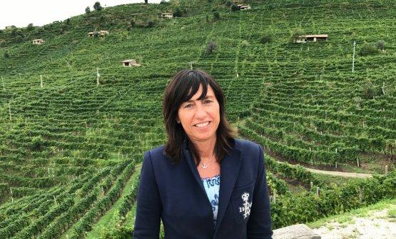 Elvira Bortolomiol con alle spalle uno degli splendidi paesaggi della zona