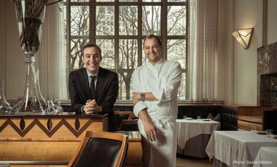 Daniel Humm e Will Guidara di Eleven Madison Park a New York, 3 stelle Michelin e 3° posto nella World's 50Best. Il ristorante chiuderà il 9 giugno per riaprire, completamente rinnovato, in autunno. Nel frattempo, apriranno un pop-up estivo negli East Hamptons, Long Island. Humm e Guidara sono a capo di Make it Nice, società che include anche The Nomad e Made Nice a New York