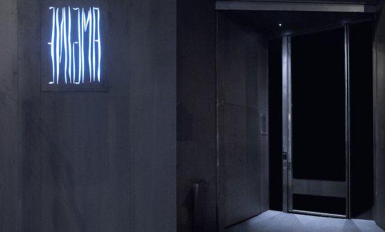 La Nulla (quel puntino sulla destra) illumina l'entrata dell'Enigma di Albert Adrià, a Barcellona