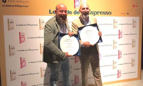 Domingo Schingaro (a sinistra) e Andrea Ribaldone. Il secondo, chef-patron dell'Osteria Arborina a La Morra (Cuneo), ha affidato le cucine dei Due Camini a Borgo Egnazia in Puglia al suo più stretto collaboratore, Schingaro per l'appunto. E ieri L'Espresso ha premiato entrambi: uno come novità dell'anno e l'altro per la performance dell'anno
