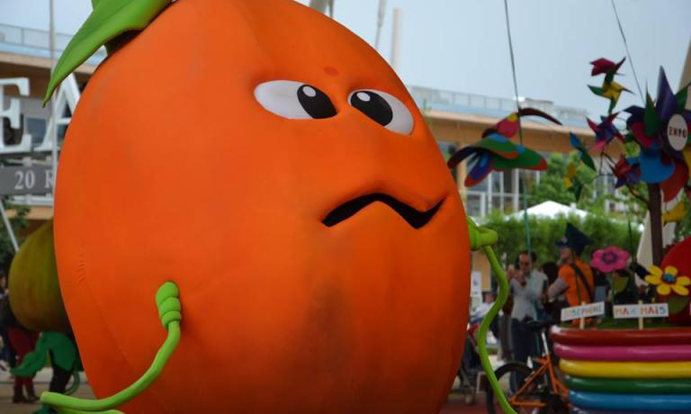 One of Foody's friends during one of the parades that animate each day the Expo