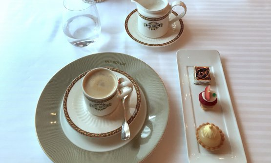 Coffee and petits fours