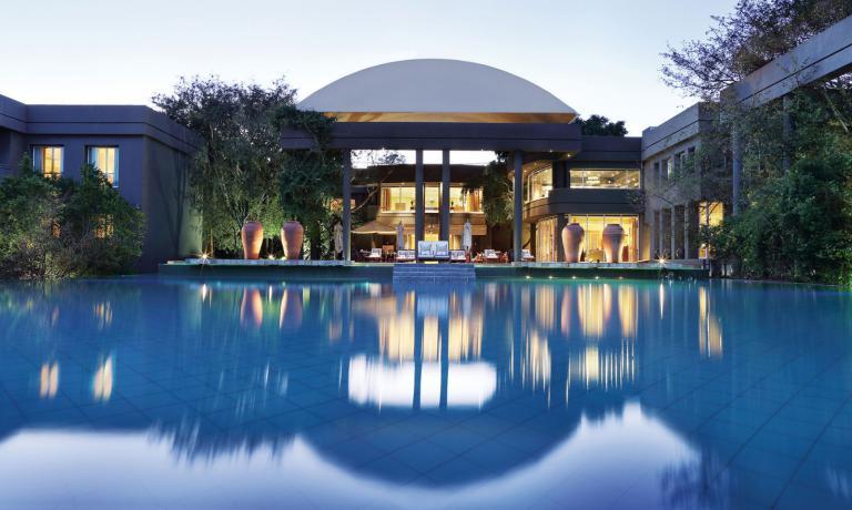 Il Saxon Hotel, Villas and Spa di Johannesburg è un lussuosissimo albergo che offre ai propri clienti un confort assoluto. Tra gli highlights c'è certamente il ristorante gourmet Five Hundred diretto dallo chef di origini namibiane David Higgs