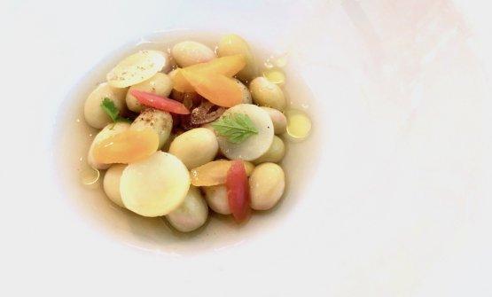 Fagioli bianchi con verdure sottaceto e brodo tiepido