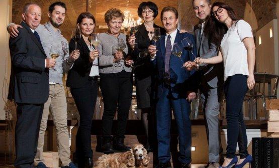 La famiglia Bonomo riunita in cantina