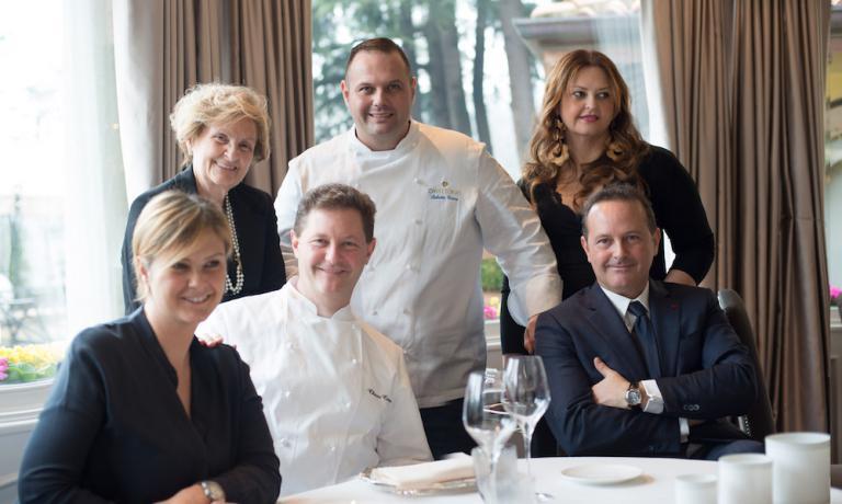 La famiglia Cerea in una foto recente: Rossella, Bruna, Enrico, Roberto, Francesco e Barbara (fotoFabrizio Pato Donati)