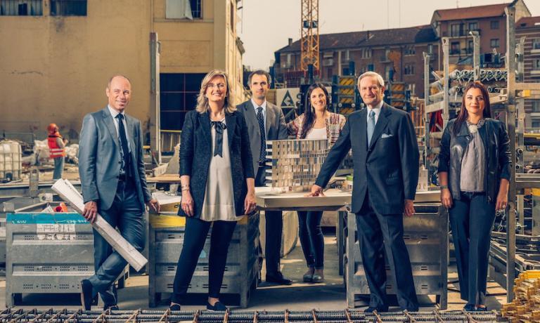 """La famiglia Lavazza nel cantiere della nuova sede, il progetto """"Nuvola"""" di Cino Zucchi, che sorgerà in Borgata Aurora a Torino"""