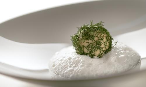 Questa ricetta dello chef Simone Salvini ci insegna a ottenere un formaggio molto particolare, grazie alla fermentazione per 24 ore o pi� di un composto di mandorle, anacardi e noci