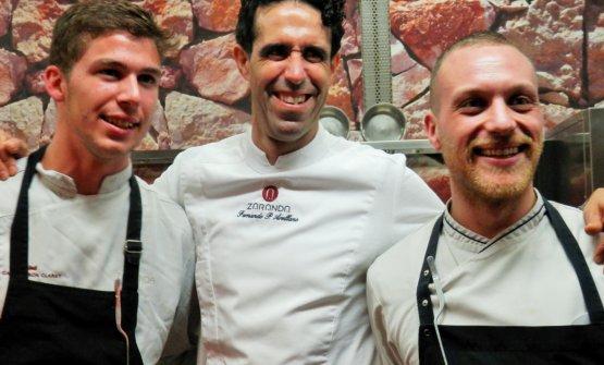 Lo chef FernandoArellano, dello Zaranda, unico bistellato delle Baleari, tra i due italiani della sua brigata, il fiorentinoFilippo Eata eil puglieseValentino Starace. Entrambi sono under 30