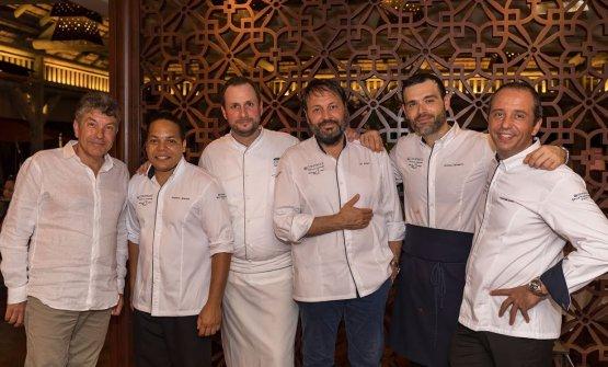 Ugo Alciati, terzo da destra, con alcuni dei protagonisti del Festival Culinario Bernard Loiseau 2018