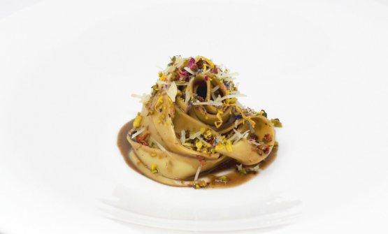 Fettuccine, crema al salmì di lepre, caciocavallo podolico e pistacchi