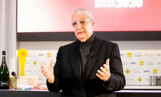 Davide Rampello fotografato durante il suo interve