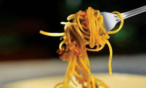 Nella capitale dell'Ontario, affacciata sull'omonimo lago, � possibile trovare un piatto di spaghetti preparato a regola d'arte. Ad esempio alla Trattoria Fieramosca, telefono +1.416.2141401, che si trova in una delle tranquille strade residenziali di downtown