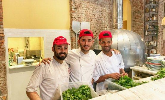 Lo staff che guiderà la nuova pizzeria targata Pizzium. Da sinistra: Michele Ferrara, Nanni Arbellini, Mario Zincone