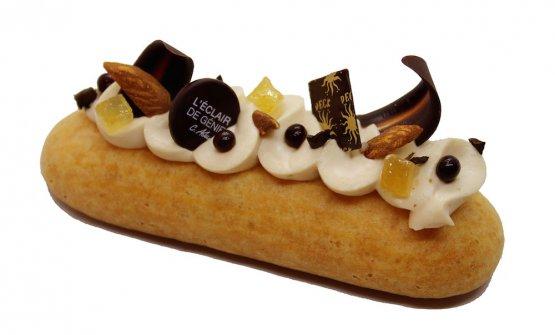 Unéclairè un pasticcino lungo e sottile di pasta choux, quasi sempre riempito di crema e glassato