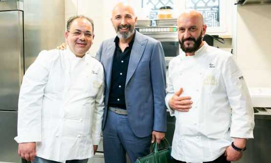 Mancini e Florio con Andrea Ribaldone, il coordinatore delle cucine in via Romagnosi