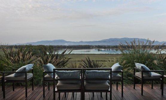 Il lago di Fogliano visto dall'hotel