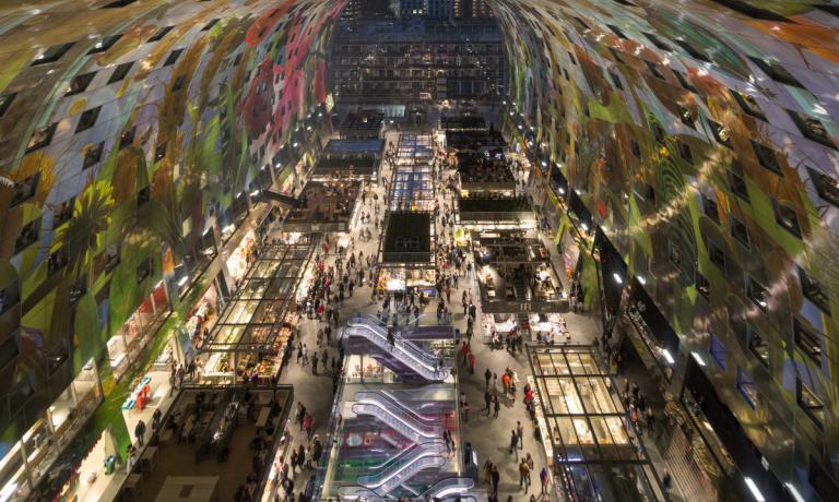 L'avveniristicoMarket Halldi Rotterdam, splendida struttura aperta nel 2014, è il luogo d'incontro e il simbolo stesso della vocazione della città all'agroalimentare innovativo