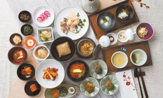 Un'immagine delle tantissime piccole e grandi portate che vengono servite nel corso di un pasto da Balwoo Gongyang, a Seoul