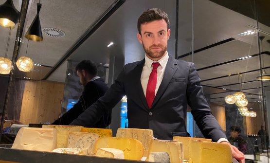 Selezione di formaggi Il carrello dei formaggi di Azurmendi è un ottimo mix di formaggi vaccini e caprini stagionati, erborinati e a pasta molle e con diverse chicche di formaggi spagnoli molto interessanti. Abbiamolasciato carta bianca al maître, senza pentircene. In abbinamento, Justino's Madeira Sercial 1940