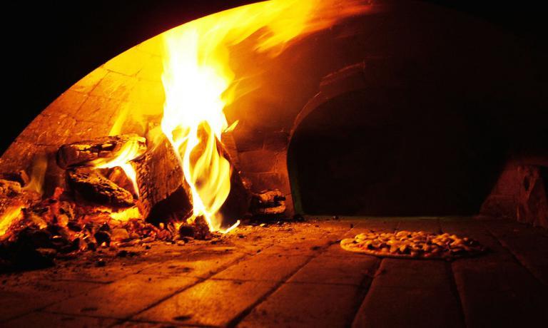 Un classico forno a legna per la cottura del piatt