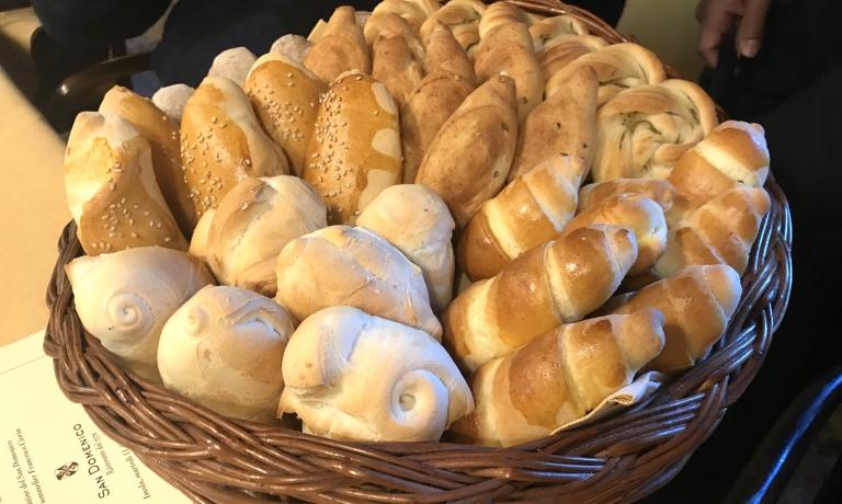 Il cestino del pane. Sin dalla sua apertura, il San Domenico è stato uno dei primi ristoranti italiani a preparare tutto in casa, compresa la panificazione