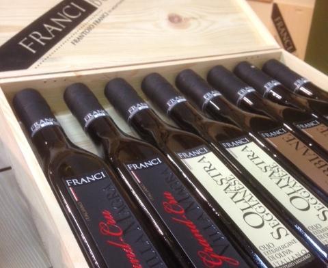 Una selezione degli oli prodotti dal toscano Giorgio Franci