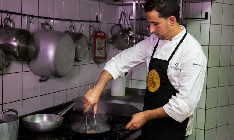 Bruno Tassone nella sua cucina