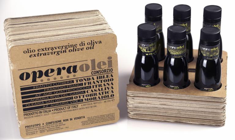 Il progetto di Opera Olei,ideato da Riccardo Scarpellini, unisce sei produttori da sei diverse regioni d'Italia, e si presenta con un packaging moderno e accattivante