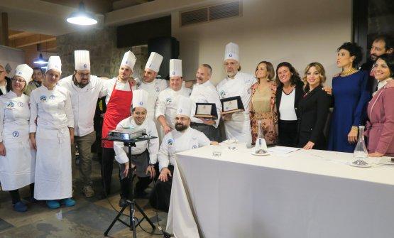 Foto di gruppo con gliotto cuochi della delegazioneApci Calabria, capitanati daFrancesco Pucci