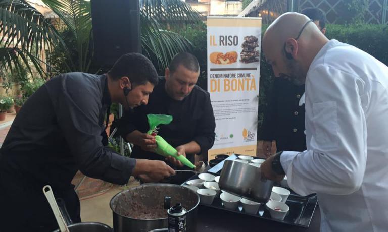 Andrea Ribaldone impegnato nella preparazione del suo piatto