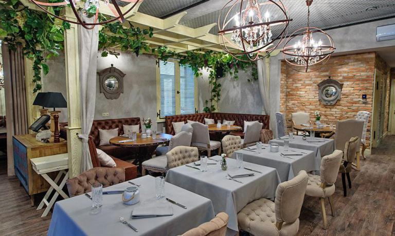 La sala di Entresol, il ristorante di Raimonds Zommers
