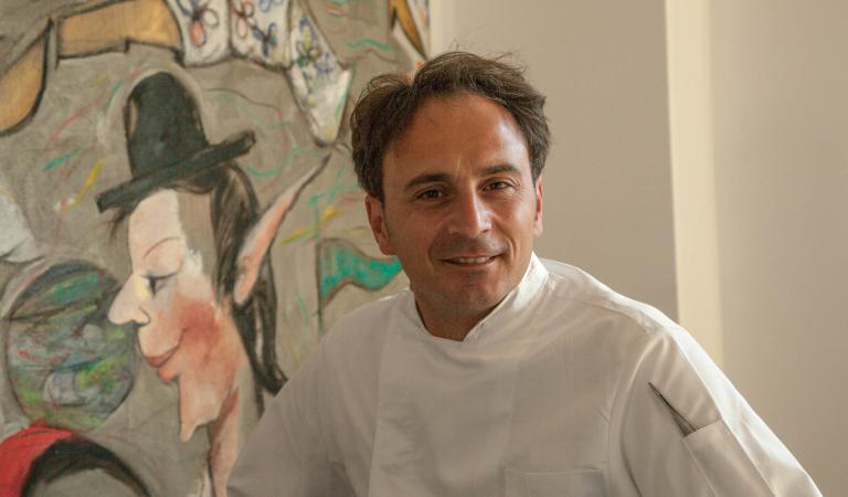 RITORNO A CASA. Nino Di Costanzo nel suo locale nuovo di zecca (foto ilgolfo24.it)