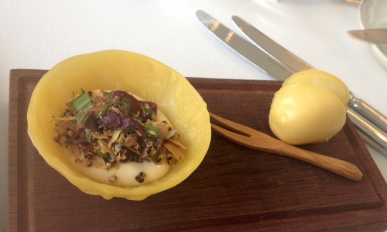 Una preparazione a base di patate cotte nella cera d'api diHeinz Reitbauer, cuoco numero uno d'Austria (sul quale ritorneremo)