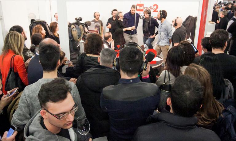Aule affollate, telecamere, taccuini, giornalisti attenti, blogger concentrati, il mondo della comunicazione legata al food letteralmente mobilitato: Identit� Milano 2015 ha avuto un impatto mediatico eccezionale